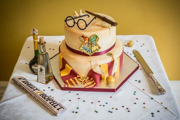 A Harry Potter themed wedding cake